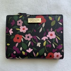 Kate Spade ♠️ Small Shawn Laurel floral wallet